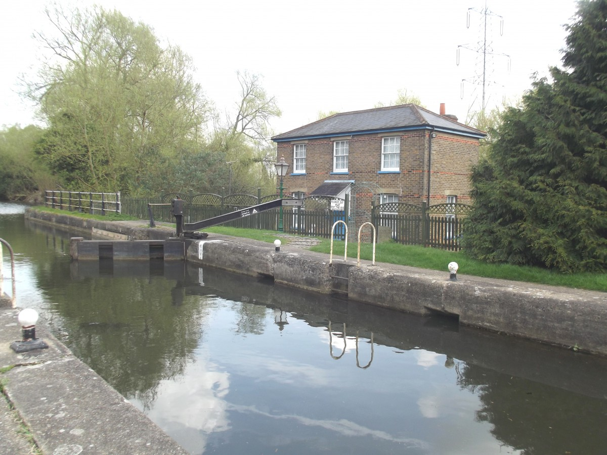 AQUADUCT COTTAGE RIVER LEA BANK WORMLEY HERTS EN10 6EY